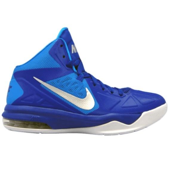 Nike Women's Air Max Body U Basketball Sneaker